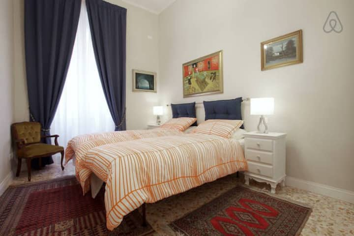 SPANISH STEPS TWIN/DOUBLE ROOM by NORI GUEST HOUSE