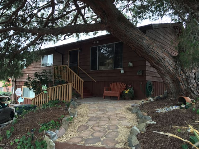Hidden Rustic home with 1 queen bed/ 1 bath - Chula Vista