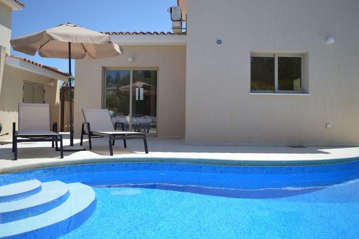 Luxury villa in walking distances from the beach