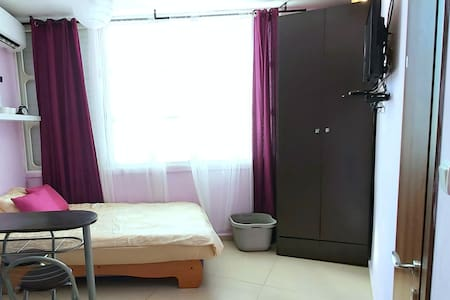 Compact & Cozy studio 3 mins by the beach- Bat Yam