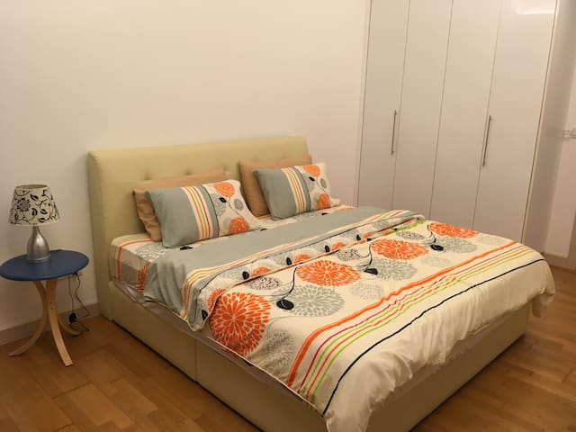 Spacious 5 Stars Home in City center & Best Rate