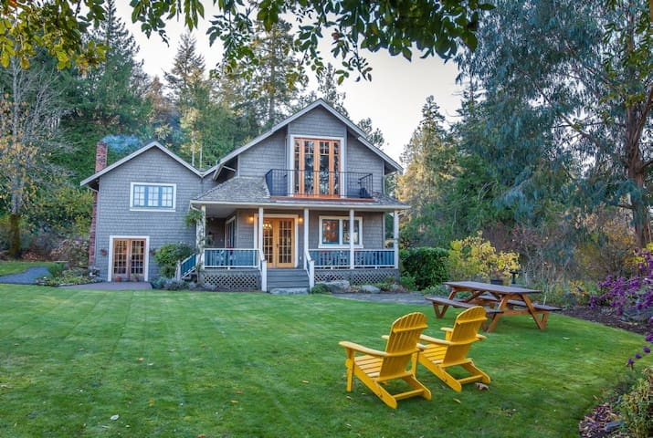 Beautiful country home with 2 bedrooms - North Saanich