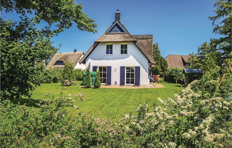 Holiday cottage with 3 bedrooms on 150m² in Börgerende
