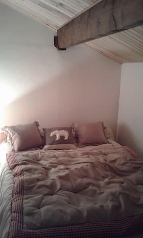 La chambre du haut lit en 140