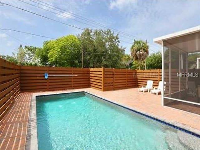 Pool / Decking / Privacy Fence / Screened Lanai