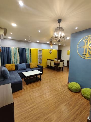 Private room in a Luxurious Appt. in Vastrapur