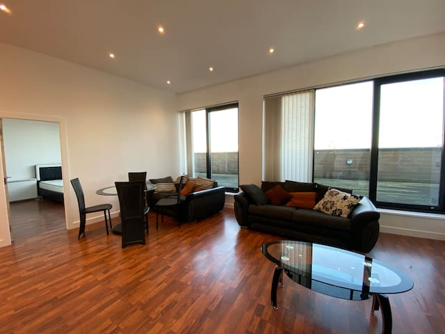 2 bedroom penthouse w/terrace, amazing city views