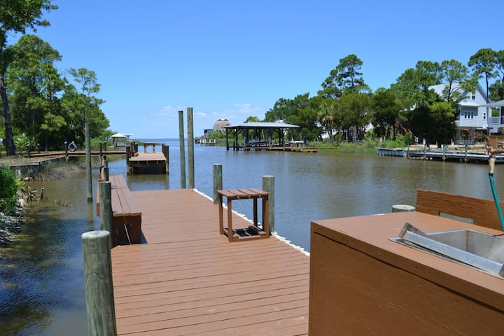 CANAL FRONT, BOAT RAMP, LARGE DOCK, CLOSE TO BEACH - Saint George Island - House