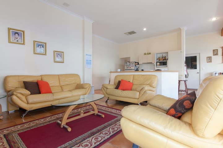 SALE!!Home Sweet Home 3BR - Airport - Redcliffe - House