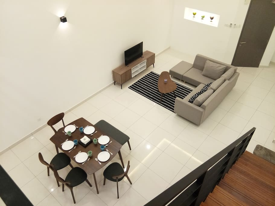 Beautiful and serene view 20 ft from Above - this is Duplex at its Finest 二十尺高的复试公寓,旅客们亲身来体验吧!