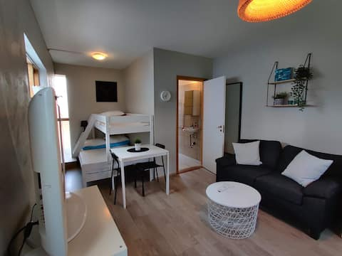 Cosy studio apartment. Great location.