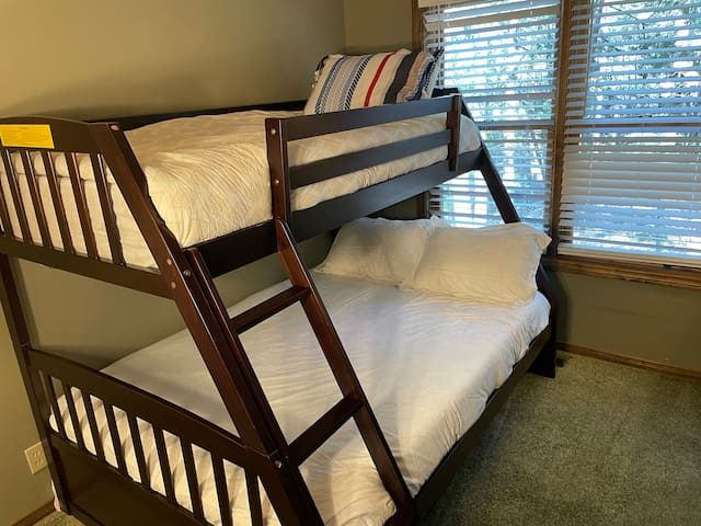 Bedroom 3 - bunk bed with a full and single beds