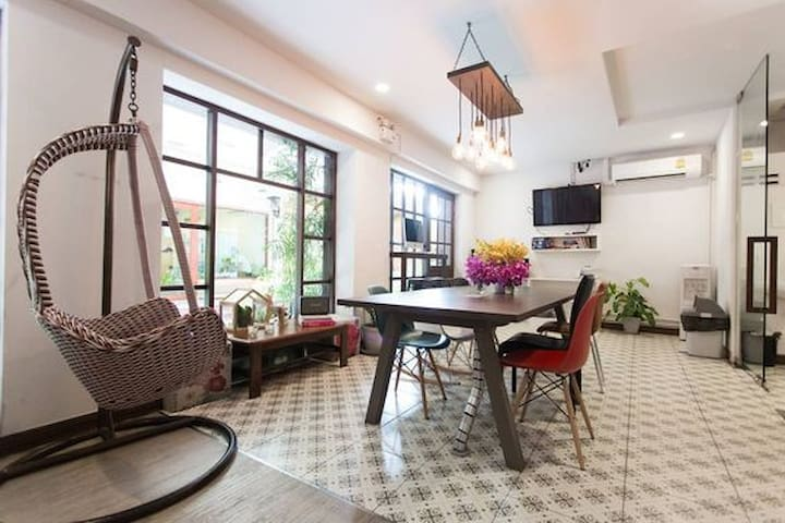 Double Room with extra bed, COOPER BANGKOK, Silom - Bangkok - Bed & Breakfast