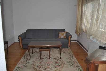 Downtown in 60 seconds! Parking available! - Visoko - House