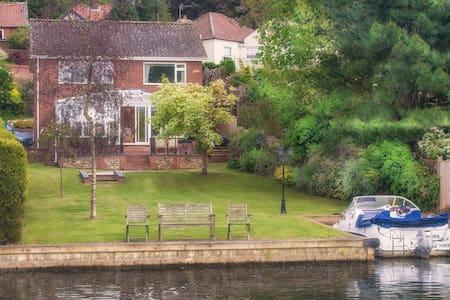Kareela - Riverside Holiday Home Rental