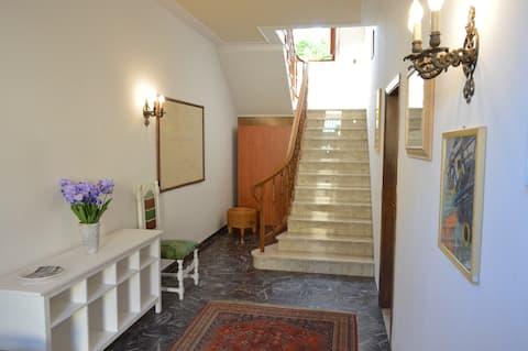Hjem med stor Empoli-terrasse