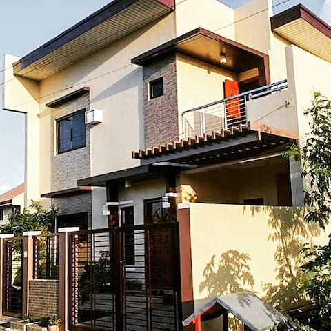 Entire house OR room only - Naga city - Dům