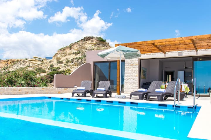 Mary2, Waterfront villa,Private pool,Tavern