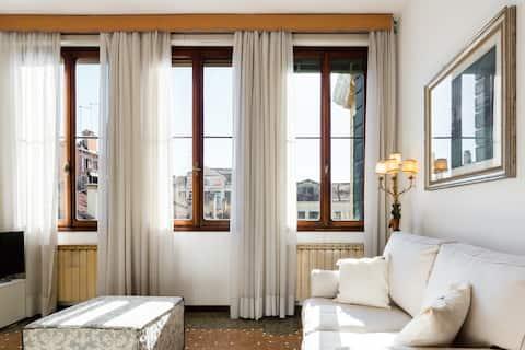 Živite u venecijanskom stilu u šarmantnom, elegantnom stanu