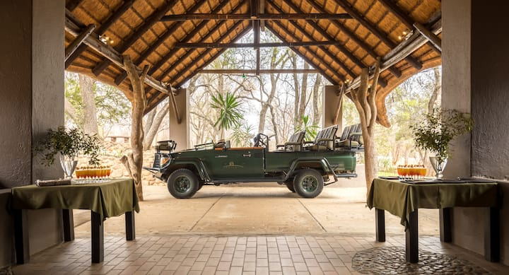 Shiduli Private Game Lodge - Your Home In the Bush