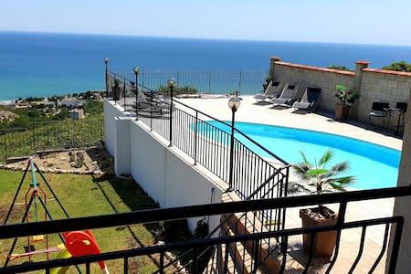 Villa mit Pool und wunderbaren 360' Panoramablick