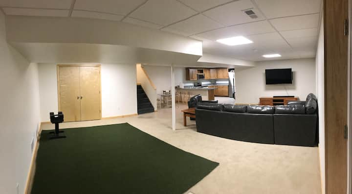 Guest Suite, 2 Bdrm, Walk to Stadium