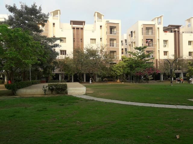 Fully Furnished 3BHK Apmt, close to Mogappair west