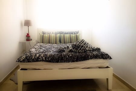 Light room for a rent in private zona in Barcelona - Tiana