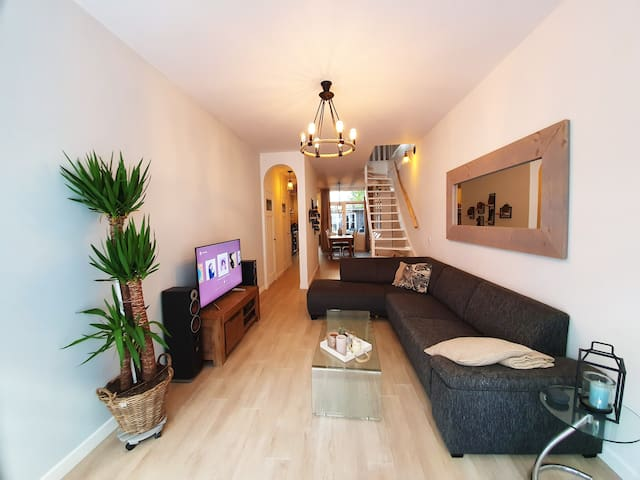 Spacious 2-story apartment in best area of AMS