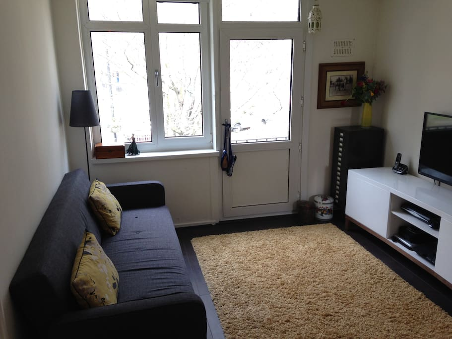 Living room with large sofa bed 200cmx190cm.