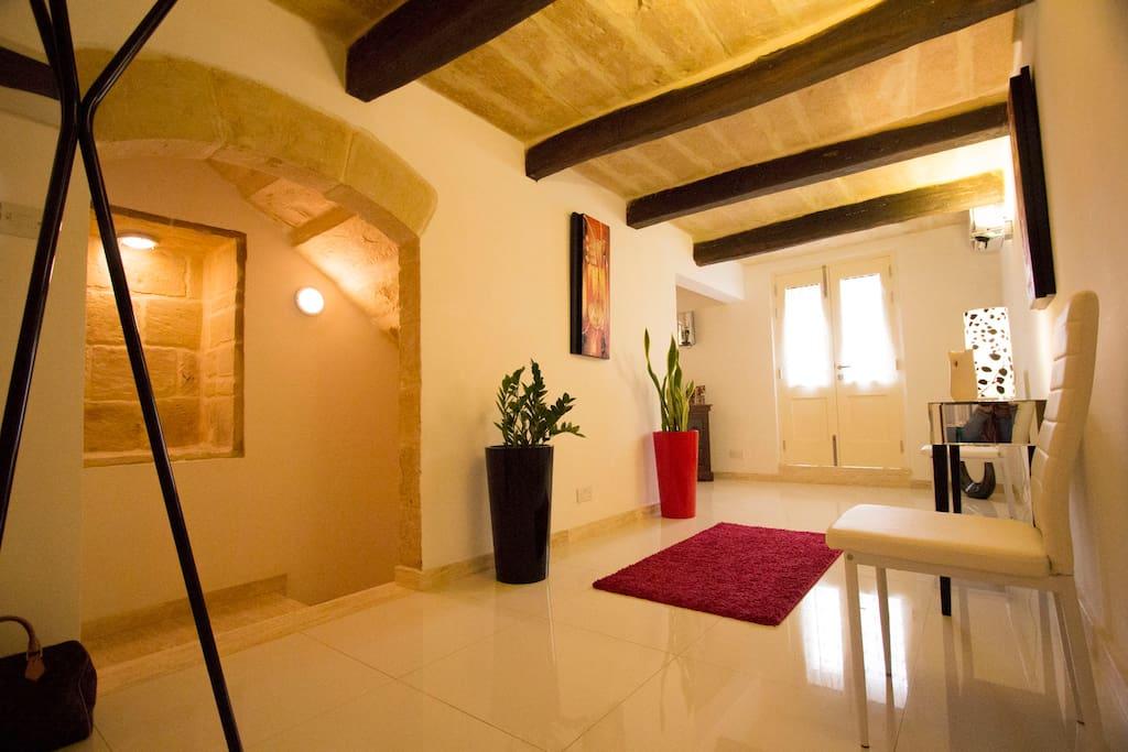 valletta central duplex maisonette maisons louer la valette malte. Black Bedroom Furniture Sets. Home Design Ideas