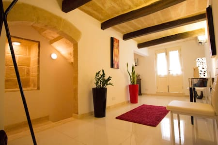 Valletta-Central duplex maisonette