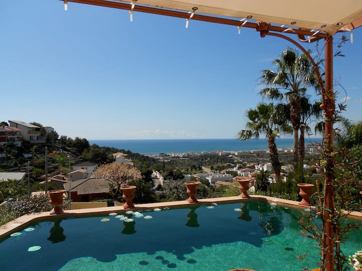 Charming country-style house Sitges, with license