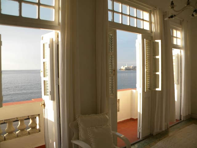 Colonial style B & B By the Sea - La Habana - Appartement