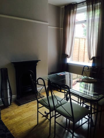 Spacious single bedroom - Smethwick - House