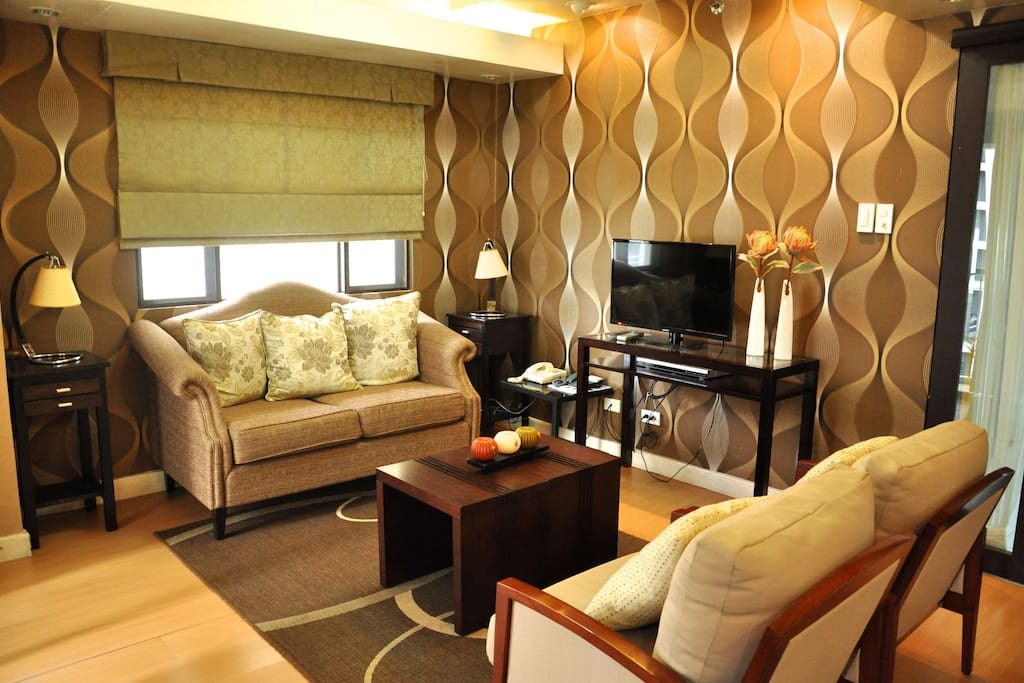 living area with fine furnishing