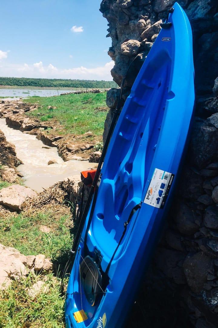Kayak en el canal y presas en temporada