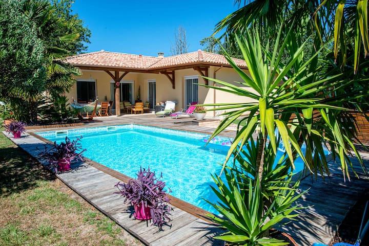 Chambre privée dans belle maison avec piscine