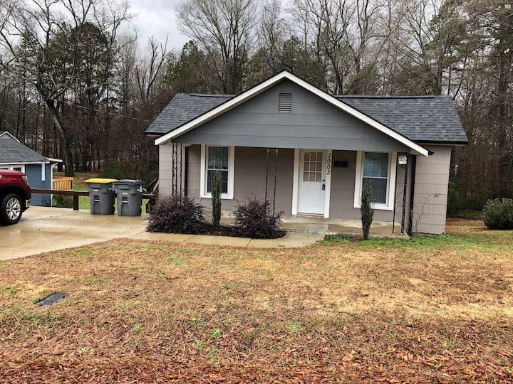 Pet Friendly Cottage with large yard.
