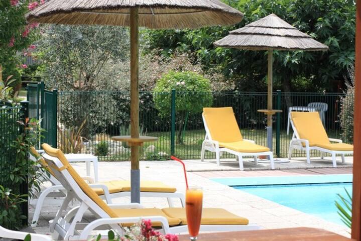 Hotel LOGIS de CHARME - Argelès-Gazost - Bed & Breakfast
