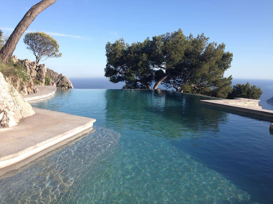 Very large rooftop pool 12 x 6.5 meters