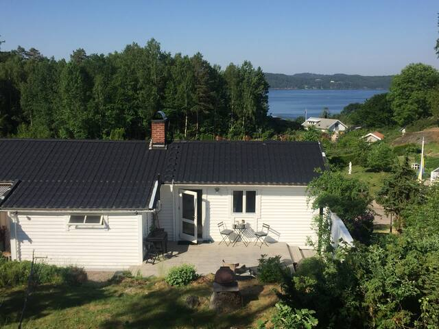 Cottage by the sea and forest in Ljungskile