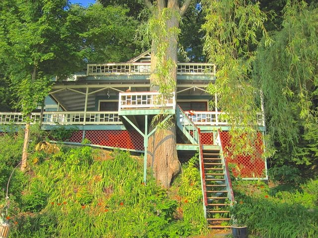 Lakefront Bohemian Treehouse, Ithac