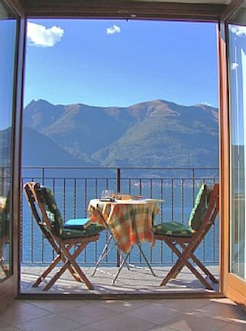 Lakeside garden villa, Lake Como
