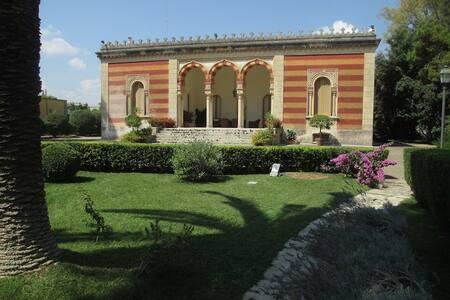 Villa d'Epoca con parco e piscina - San Cesario di Lecce - Villa - 0