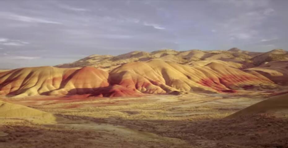 Mt Tabor Digs★Walk to HIP Montavilla★Mt Hood view!