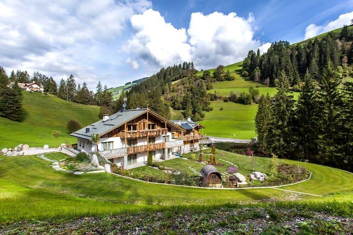 Dolomiti Chalet - Marebbe - House