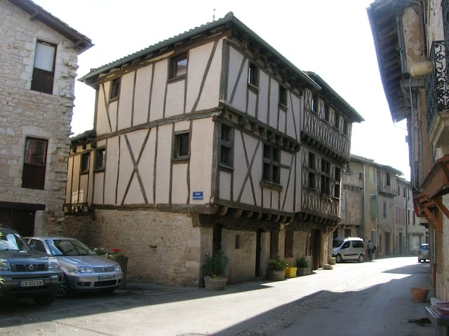 Converted 15th century Coach house  - Montricoux - Leilighet
