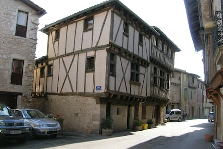 Converted 15th century Coach house  - Montricoux - Flat