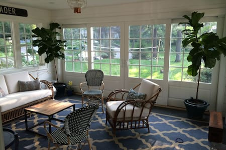 Recently renovated cottage  - Darien